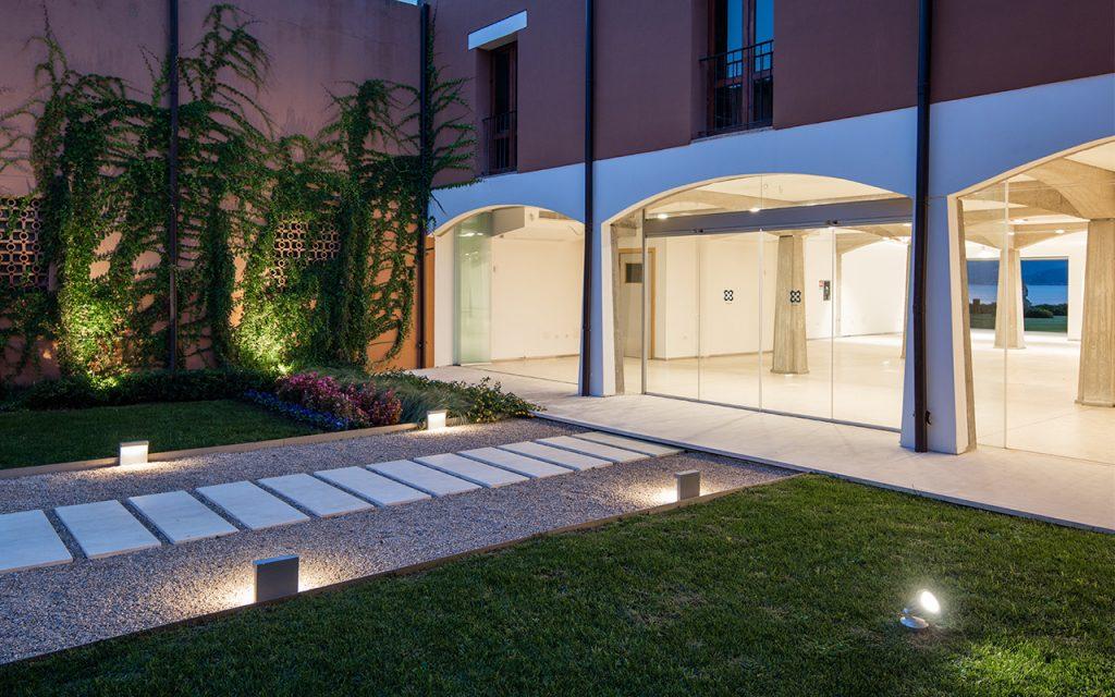 Giardino d 39 ingresso hotel corte rosada 2015 officina29 - Ingresso giardino ...