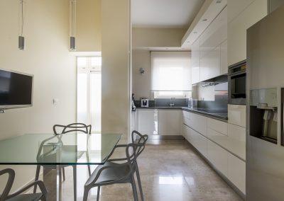 Cucina-pavimentazione in marmo
