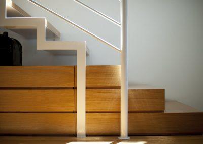 dettaglio scala acciaio legno