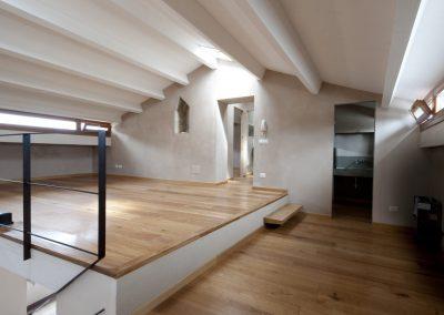 sottotetto-lucerniari-finestre-a-nastro-parquet