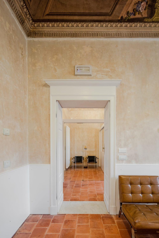Sala d'attesa palazzo via Roma a Sassari - Foto Joao Morgado