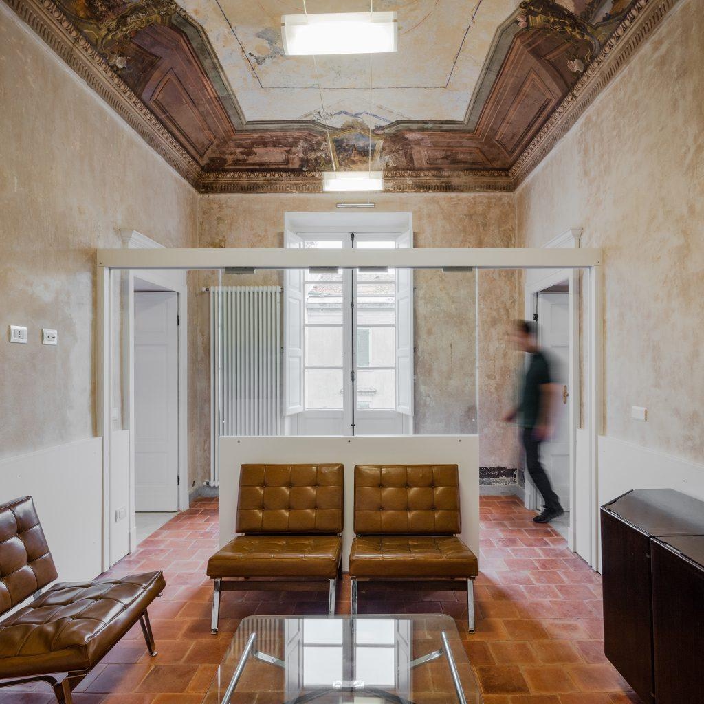 Corridoio palazzo via Roma a Sassari - Foto Joao Morgado