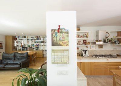 soggiorno-cucina-parquet-rovere-scala