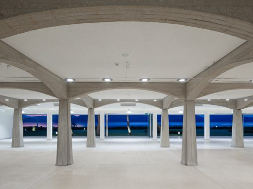Concrete Woods – Restaurant hall Hotel Corte Rosada